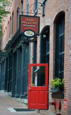 Red doors are so inviting...especially when there's beer and oysters behind them.